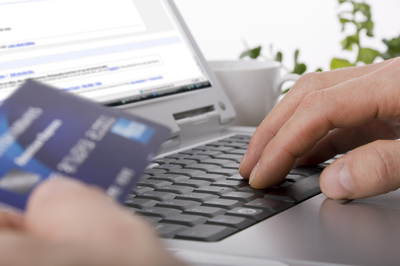 Person paying for a purchase online with their credit card.